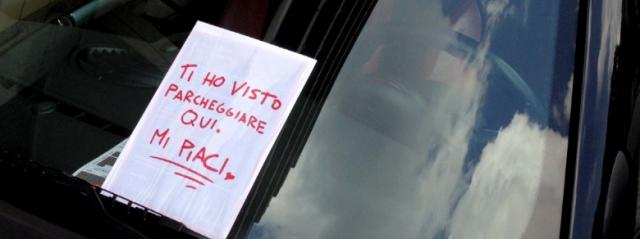 Torino, tempesta un uomo di messaggi e viene denunciata