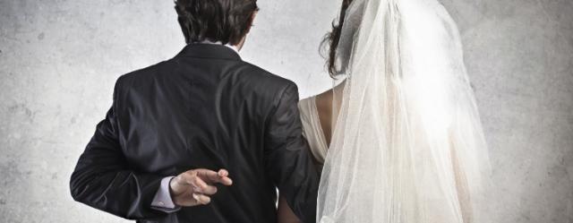 Gli italiani si sposano meno: si alle unioni di fatto