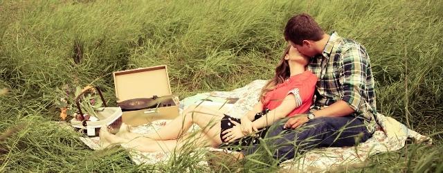 Un romantico pic-nic a Pasquetta per sfuggire dallo stress quotidiano