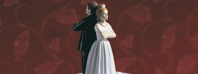 Matrimonio annullato, lei invita 150 senzatetto al banchetto