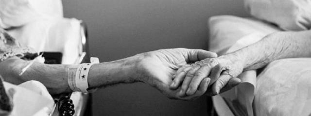 92enne chiede l'eutanasia per se e la moglie in coma