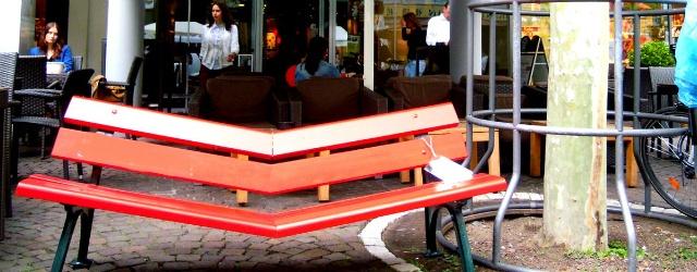 """The bench of love"": una panchina dell'amore per i single"