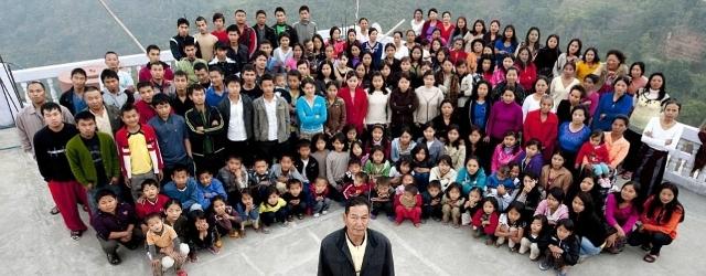 Ecco la famiglia più numerosa del mondo: un uomo, 39 mogli e 94 figli