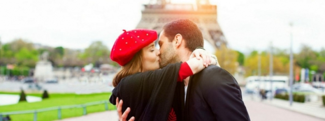 Perché lo scambio di saliva di un bacio non disgusta?