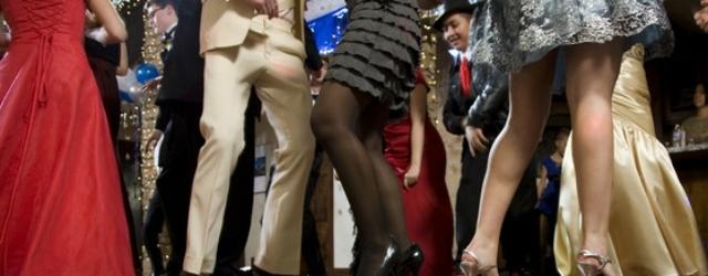 Cacciata dal ballo a causa del vestito troppo corto