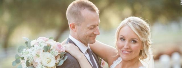 Sposa il soccorritore che l'ha salva dall'ex