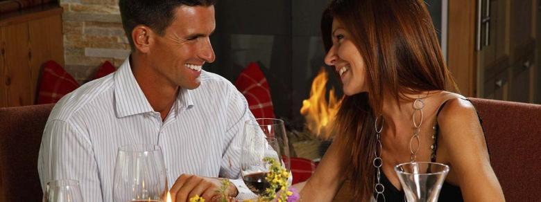 Qual è la ragione per cui cenare insieme aiuta il rapporto di coppia?