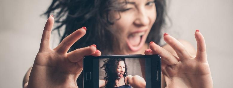 Social, i narcisisti amano e seguono i loro simili
