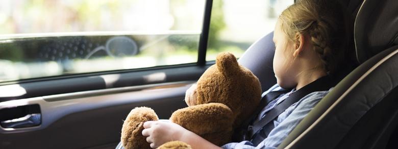 Bambini dimenticati in auto, sale il numero delle vittime