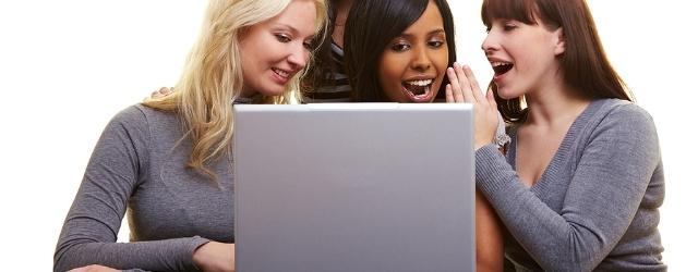 Negli incontri virtuali l'infedeltà è donna