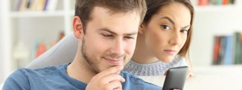 Coppie digitali: quando la gelosia incontra la tecnologia