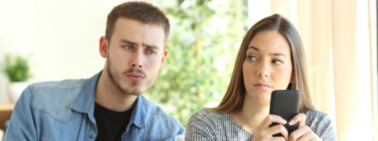 Controllare ossessivamente il partner: quanto è nocivo?