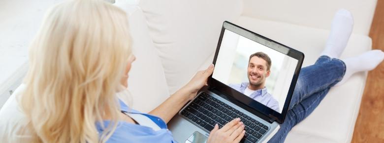 Perché sempre più donne mature usano i portali di dating?