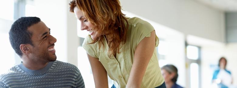 Amore in ufficio: quali sono i benefici e svantaggi per la coppia?
