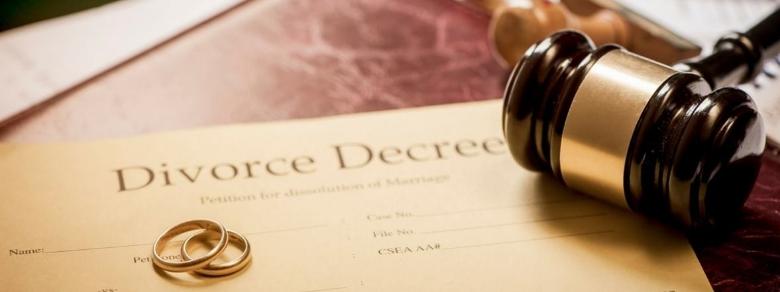 Chiede il divorzio a causa della cattiva igiene della moglie